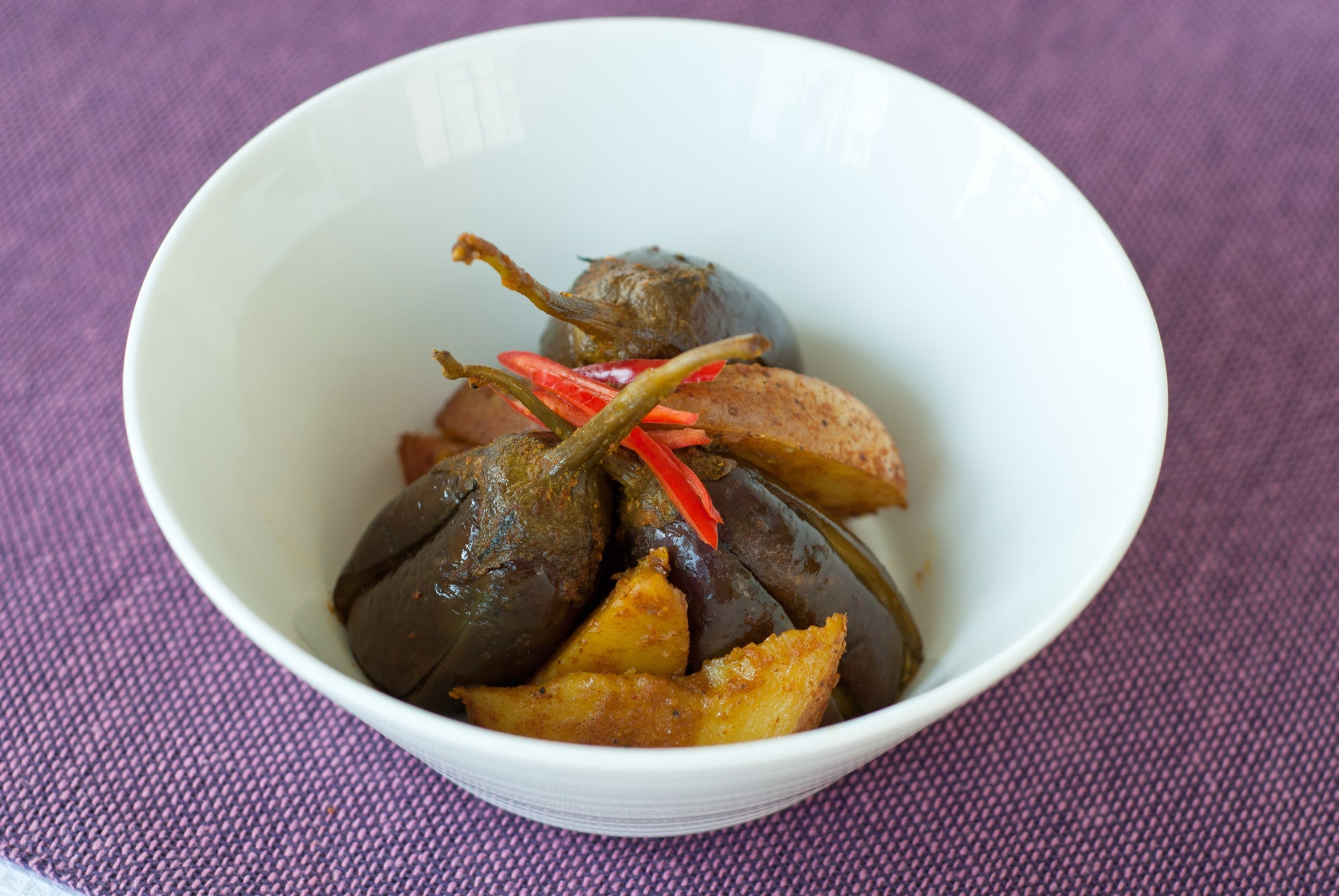 Jaswant's Kitchen Aloo Baingan (Potatoes & Eggplant)