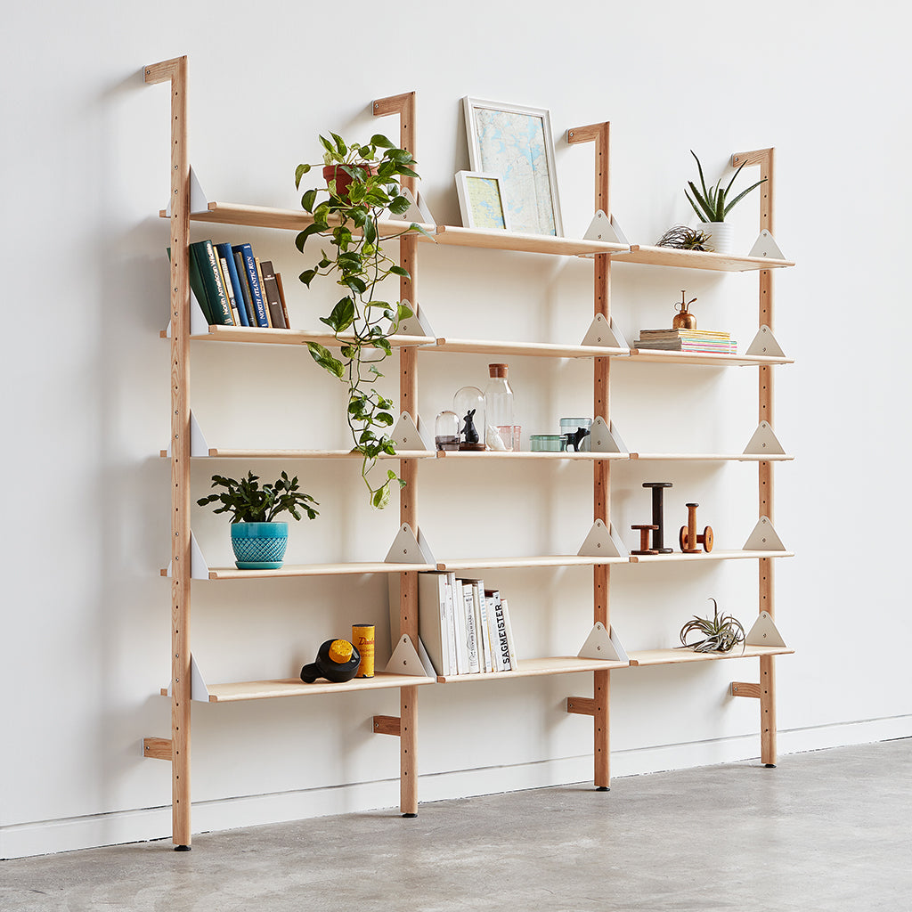 Gus* Modern | Blonde Uprights/White Brackets/Blonde Shelves