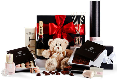 Deluxe Fantasy Gift Hamper by Glorieux Cadeau
