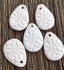 Ceramic Unglazed - Flower 1 1/4x 1 3/4 Inch - 5 Pcs