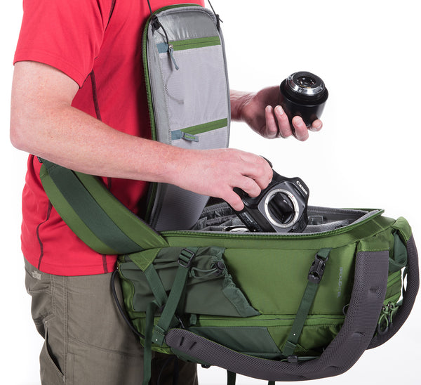 Back-panel access to your camera gear without taking the bag off, allowing you to work out of the bag without getting your harness dirty, wet, muddy or icy.