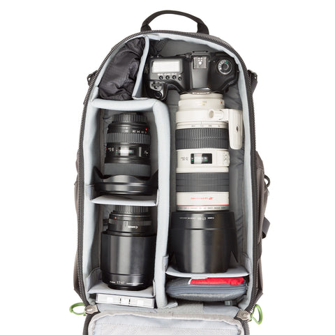 TrailScape 18l - Fits a complete camera system including a 70-200mm f/2.8 attached with hood in the shooting position
