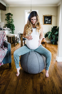Image of a Vivora Luno sitting ball at home.