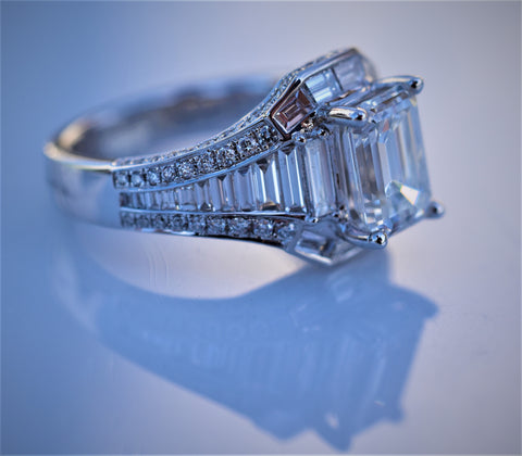 18k white gold emerald cut diamond ring(Consignment)