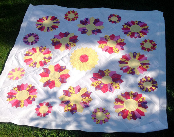 Dresden Plates Valley View Quilt made by Daphny Visser