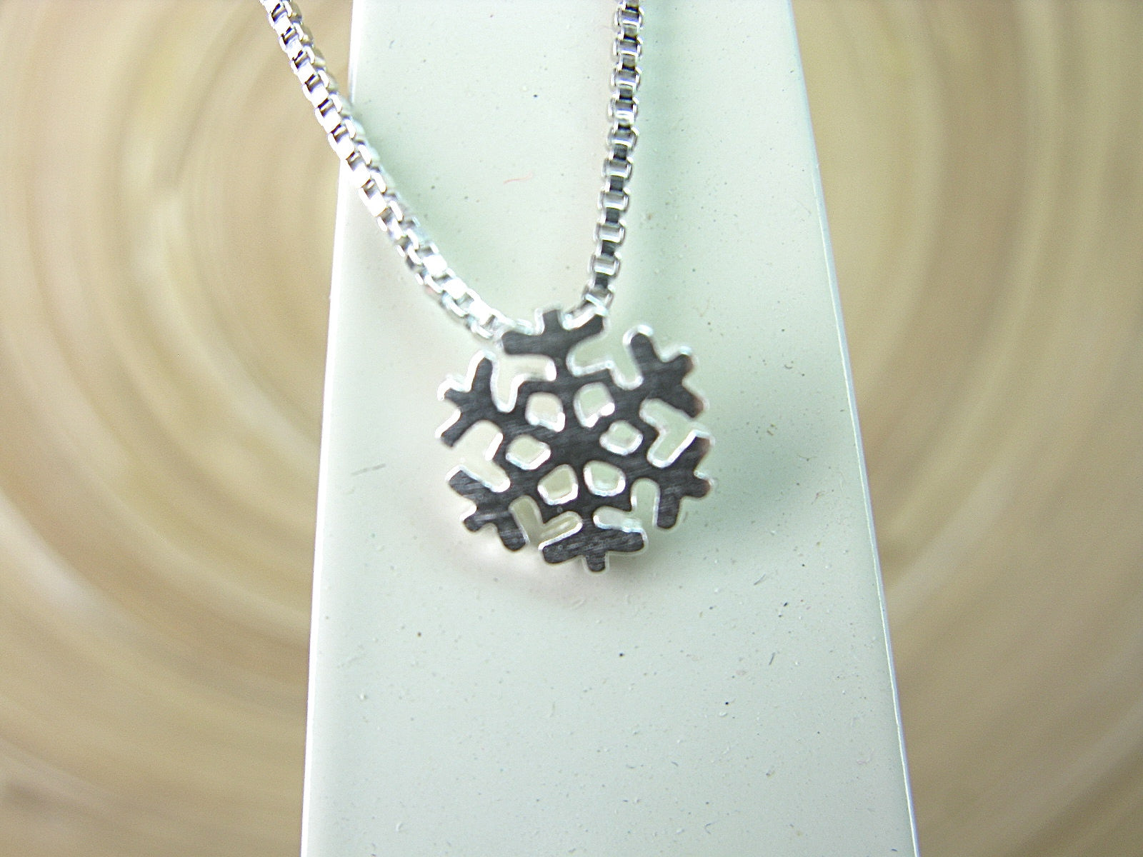 Snowflake Pendant Necklace in 925 Sterling Silver