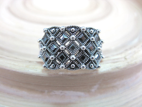 Marcasite Round Ring in 925 Sterling Silver