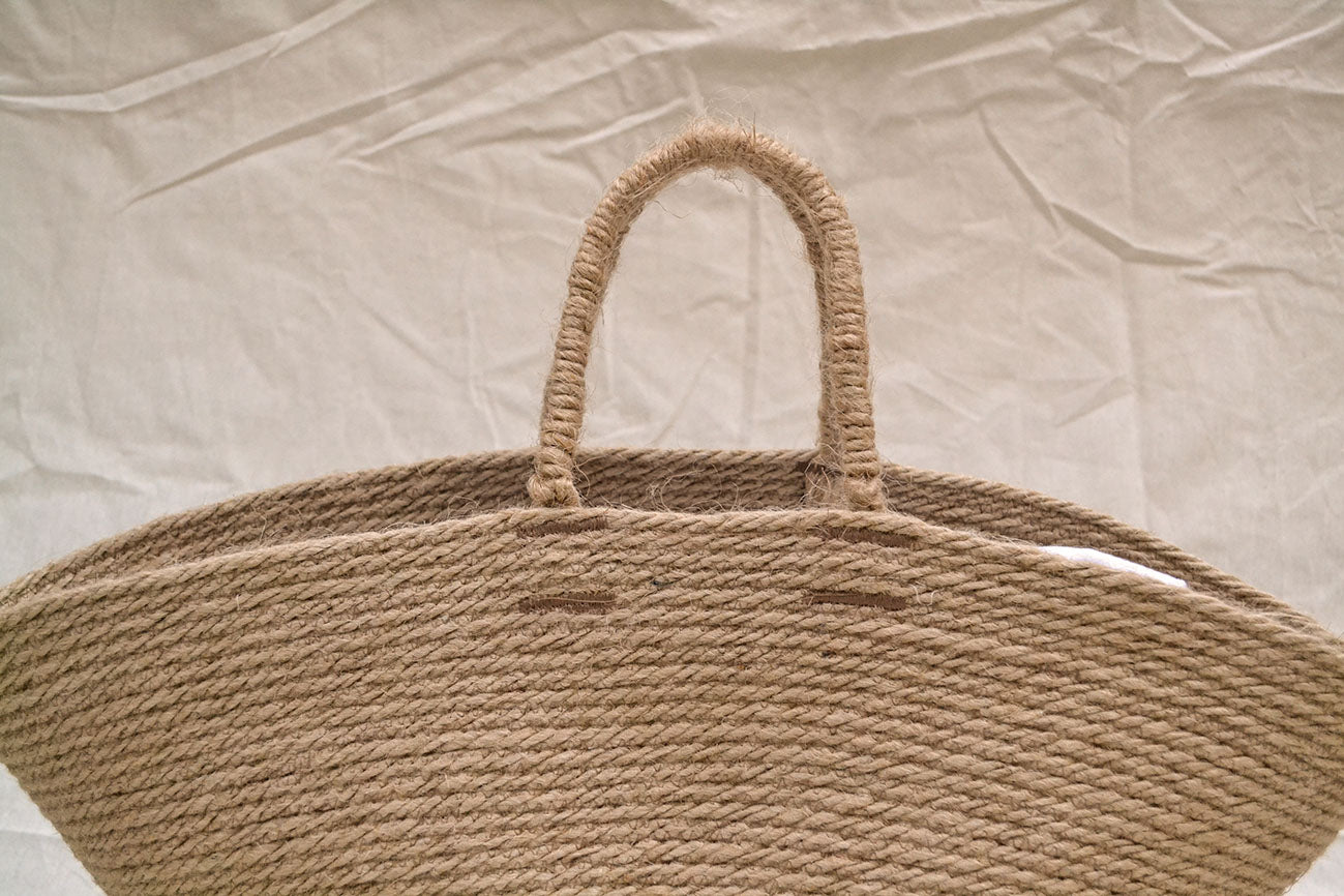 handles of the jute bag
