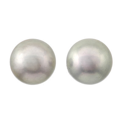 Classic pearl post earrings