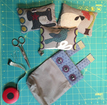Load image into Gallery viewer, Wool applique quilt pattern for pin cushions and scrap bag