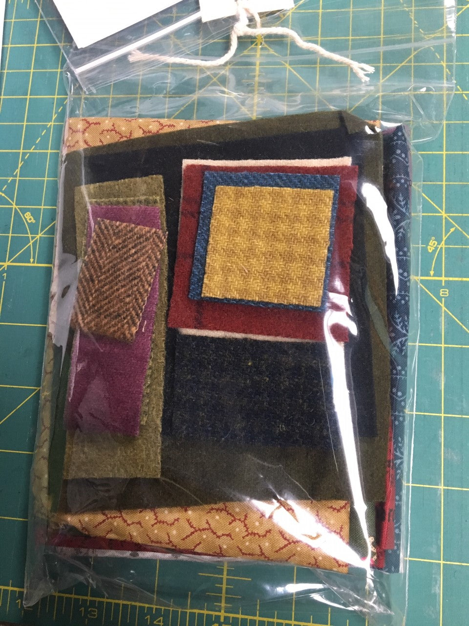 Snugg-let wool applique on fabric mini full kit