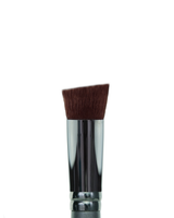 Vasanti Angled Flat Top Foundation - Full Coverage brush - Closeup brush head front shot