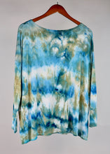 Load image into Gallery viewer, Small Long Sleeve PIKO Top