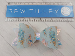 Feathers bow - Sew Tilley