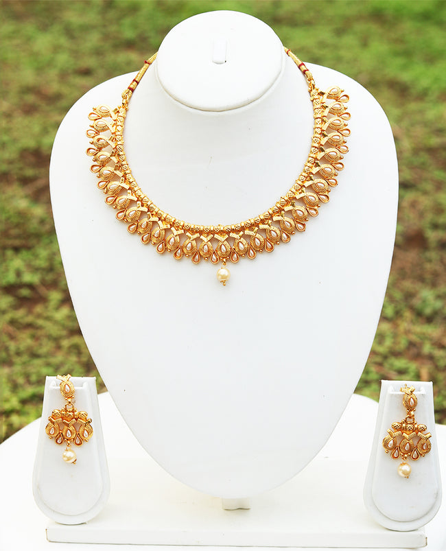 Shiny White Color Short Necklace Set