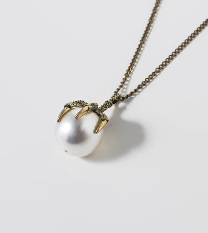 clawed-pearl-pendant-fashion-statement-necklace