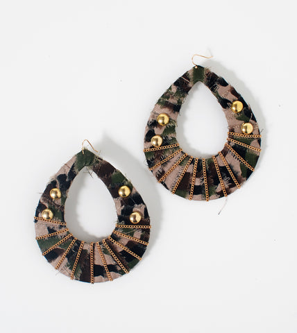 wrapped-camo-teardrop-fashion-costume-earrings