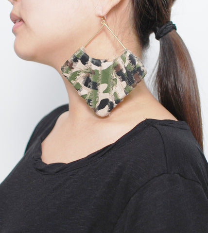 oversized-camo-fashion-costume-earrings