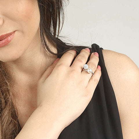 Related product : Anello in argento con perle Swarovski bianche e strass