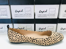 Load image into Gallery viewer, Qupid Leopard Flats