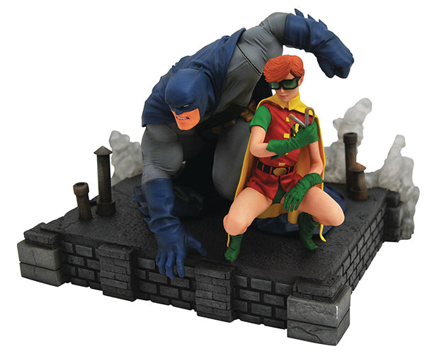 DC Gallery 9 Inch Statue Figure Dark Knight Returns - Batman & Carrie