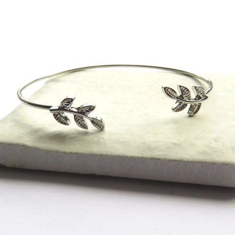 Silver Leaf Bangle - Hello Chestnut