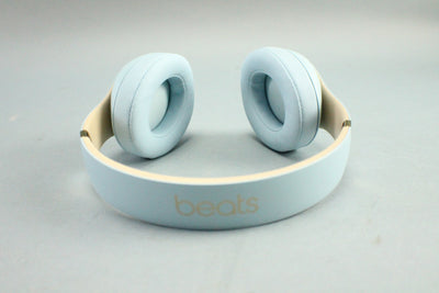 Beats Studio3 Wireless Headphones – The Beats Skyline Collection Crystal Blue