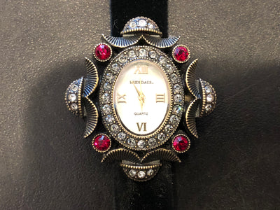 Heidi Daus Ladies Mother Of Pearl Dial Red White Swarovski Crystal Watch