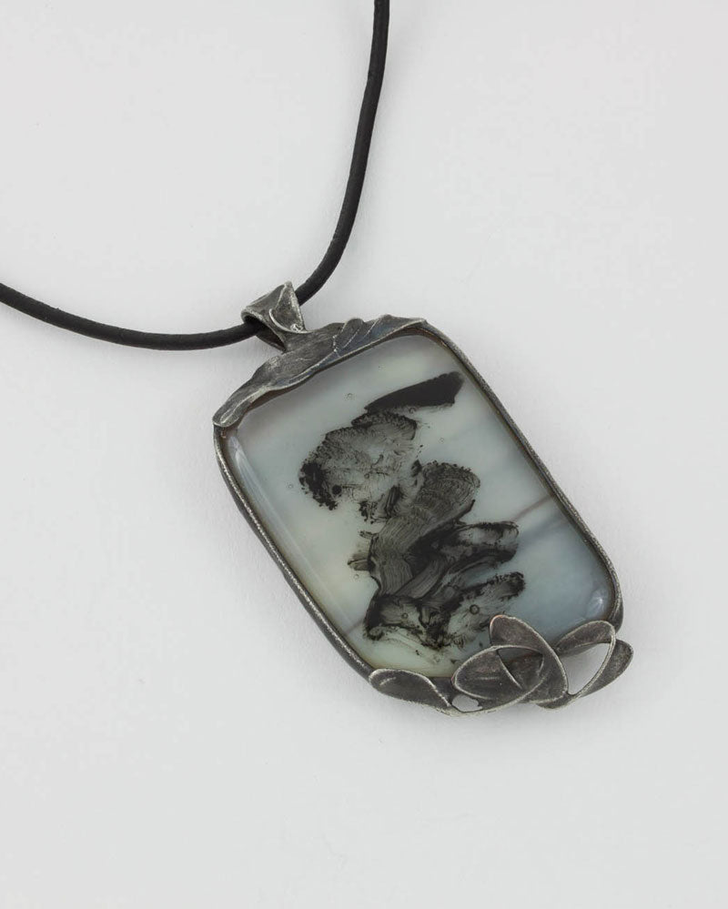 Pendentif / Collection grisaille