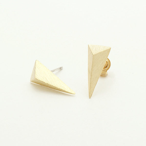 Triangular Pyramid Stud