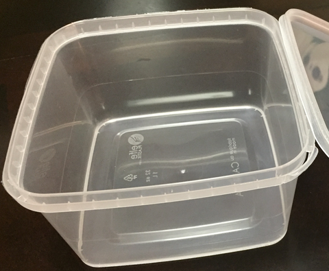 1 litre square plastic tubs with lids (pack of 20)
