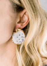 Load image into Gallery viewer, The Statement Oyster ™ Earring