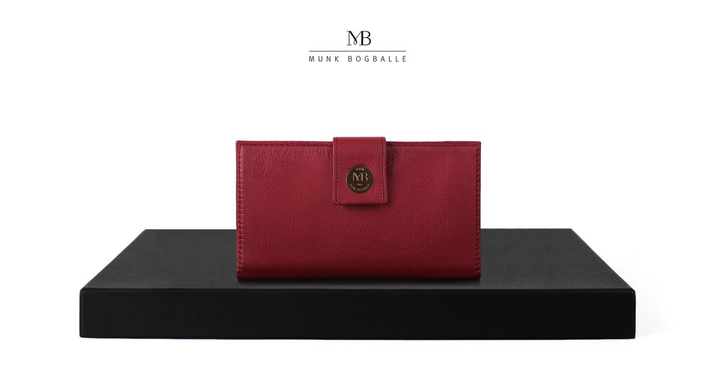 Conference purse in red leather