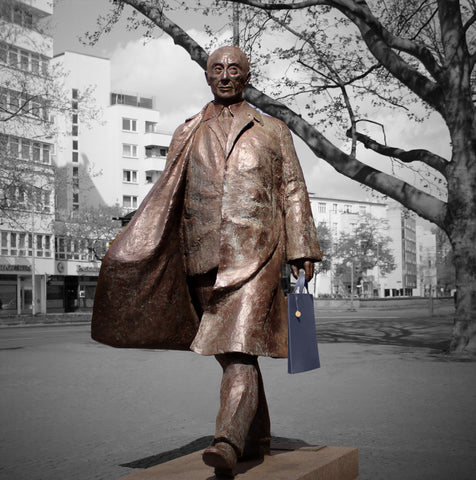 Konrad Adenauer with a navy blue briefcase - Munk Bogballe