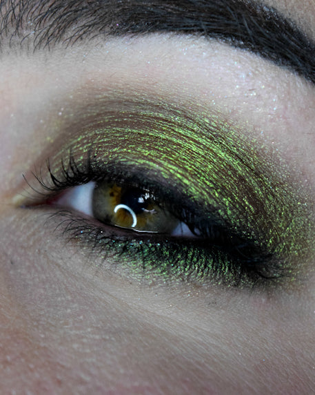 Femme Fatale loose eyeshadow in A Spell Round the Garden