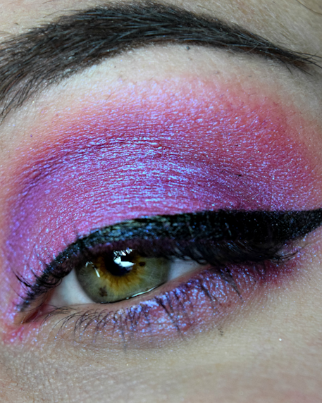Femme Fatale loose eyeshadow in Dead House