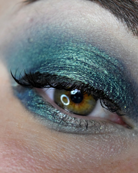 Femme Fatale loose eyeshadow in Deepmoss