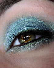 Load image into Gallery viewer, Femme Fatale loose eyeshadow in Disappearing Island