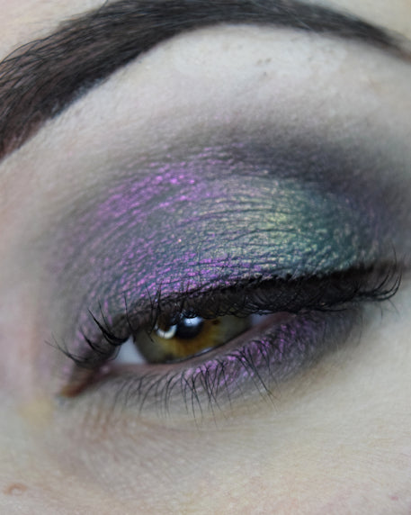 Femme Fatale loose eyeshadow in Horrorland