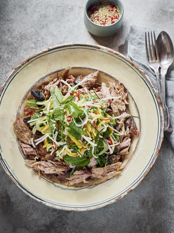 Salad-with-pulled-pork-on-plate