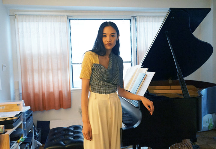 Pianist sugar vendil wears NOT in front of her piano.