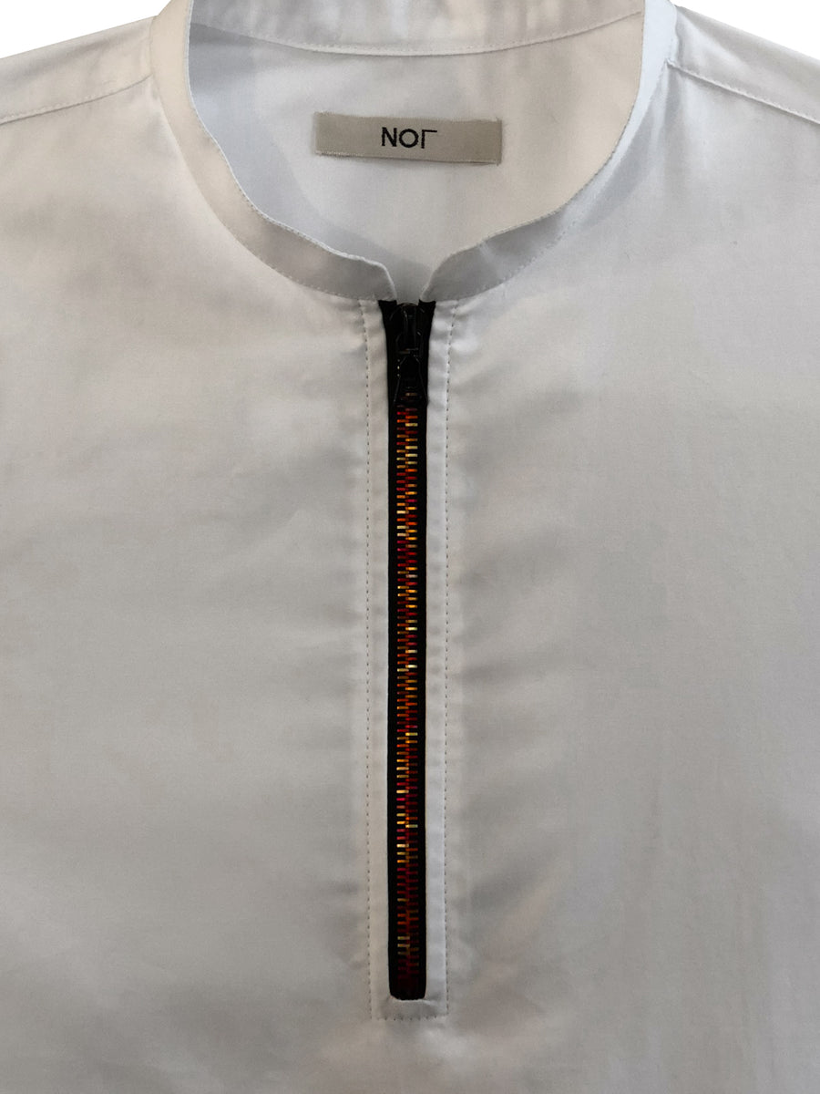 Short sleeve mens polo shirt in white cotton with mandarin collar and red metal zipper.