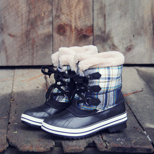 Eskimo Plaid Snow Boots in Navy: Featured Product Image