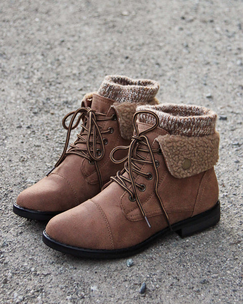 The Nor'Easter Boots in Tan: Featured Product Image
