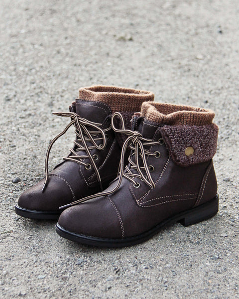 The Nor'Easter Boots in Brown: Featured Product Image