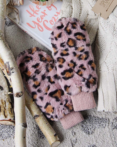 Snowy Birch Gloves in Pink