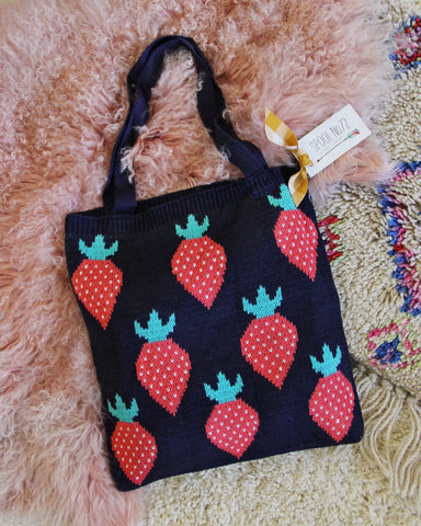 Sweater Knit Tote in Strawberry