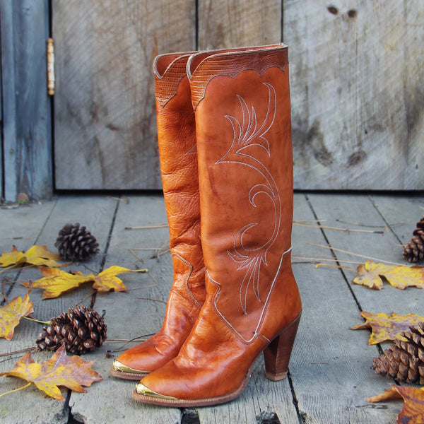 Vintage Caramel Dingo Boots: Featured Product Image