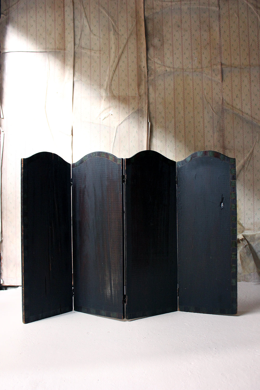 A Late 19thC American Folk Art Painted Four-Fold Screen c.1900