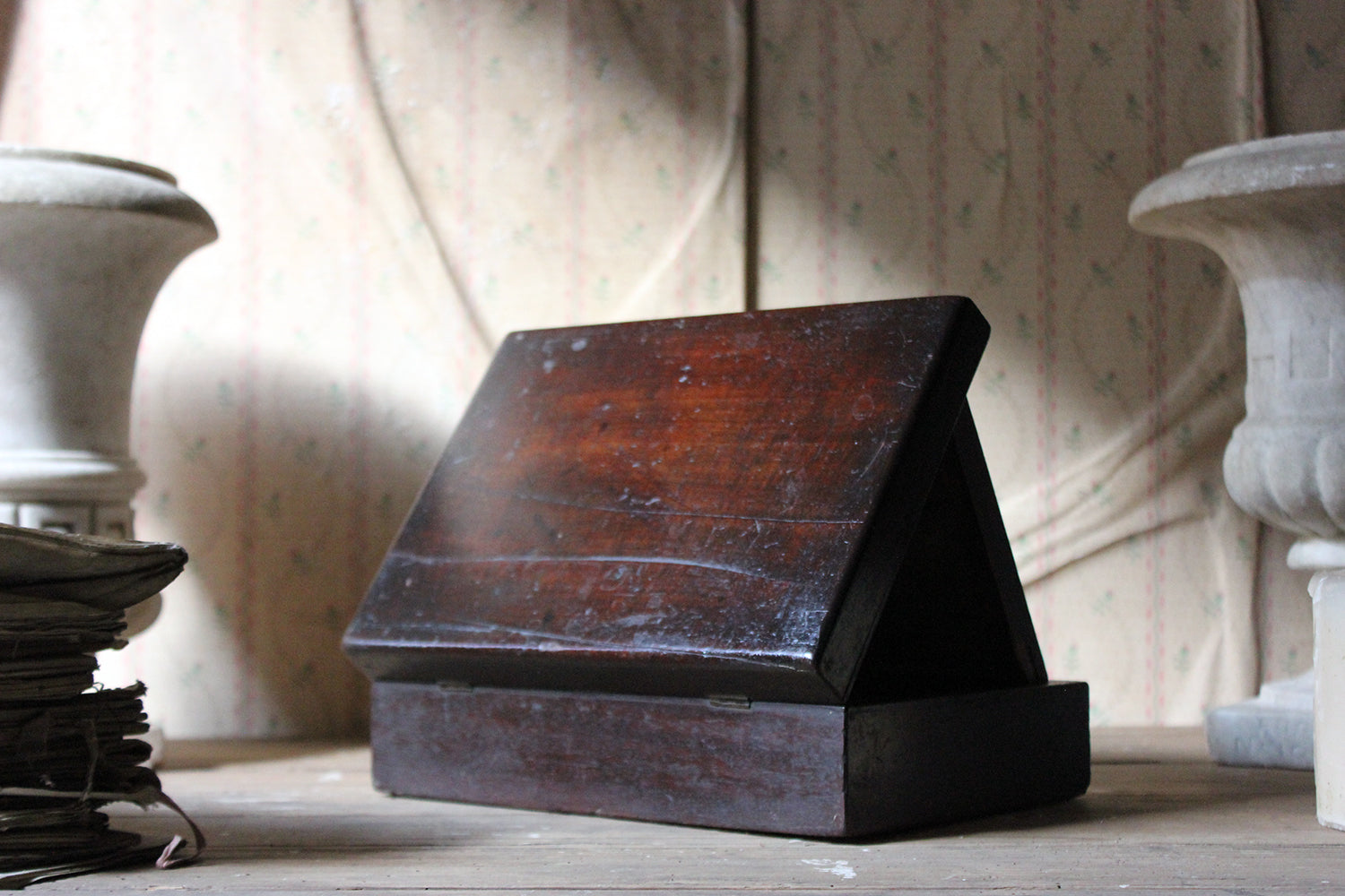 A Delightful 19thC English Oak Campaign Type Gentleman's Travelling Shaving Box c.1830-40
